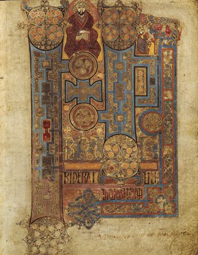 Book of Kells, stranica kojom počinje Evanđelje po Ivanu. Book of Kells (Knjiga iz Kellsa) je rukopis četiri Evanđelja na latinskom jeziku. Smatra se da je nastao u VIII. stoljeću u skriptoriju irskog samostana na otoku Ioni (Unutarnji Hebridi), gdje se ranije nalazilo keltsko druidsko svetište. Samostan je bio izuzetno značajan u širenju kršćanstva još od 561. godine, kad ga je ustanovio sv. Kolumba (Columcille). Nakon razornog vikinškog napada, mnogi su redovnici prebjegli u samostan u Kellsu, u irskoj unutrašnjosti, i sa sobom su donijeli Evanđelja. Ovaj rukopis spada u najbogatije i najljepše iluminirane sačuvane rukopise. Sastoji se od 340 pergamentnih listova, a svaka je stranica originalna i nije preslika neke prethodne. Knjiga iz Kellsa je najpoznatija po bogato ukrašenim početnim slovima (inicijalima) čija se ljepota ne može opisati riječima. Zato nije čudno što se dugo vjerovalo da su ovu knjigu iluminirali sami anđeli. Danas se kao najdragocjeniji rukopis nalazi u vlasništvu dublinskog Trinity Collegea. Book of Kells i Lindisfarne Gospels iluminirani su s izvanredno skladno ukomponiranim mnoštvom gusto isprepletenih detalja koji jasno govore o nastojanju kršćanskih misionara da elemente keltske tradicije povežu s kršćanskom koja se tu tek rađala.
