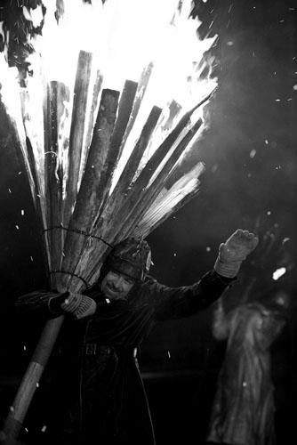 Vatrena procesija s bakljama u Liestalu u Švicarskoj