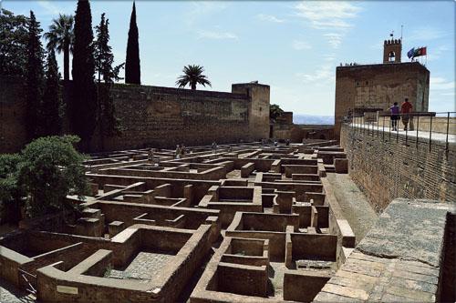 La plaza de Armas de la Alcazaba