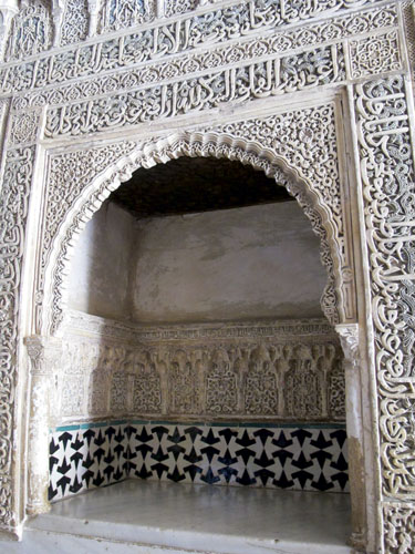 entrance arch to Salon de Comares