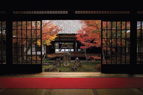 Nutarnje dvorište sa zen vrtom u Kenin-jiju u Kyotu, najvažnijem hramu rinzai škole. Osnovao ga je Eisai.