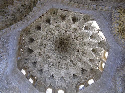 the ceiling of the Sala de los Abencerrajes