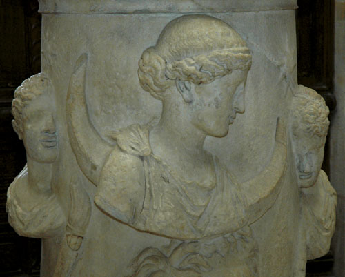 Altar_Selene_Louvre_Ma508