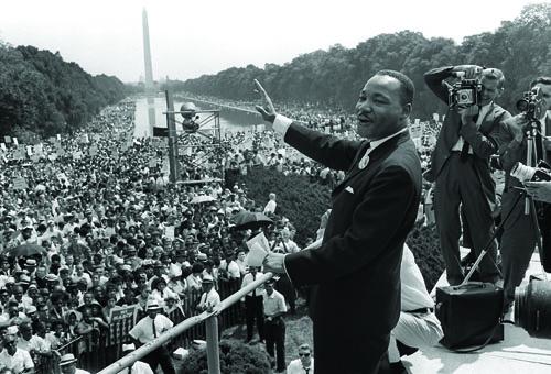 US civil rights leader Martin Luther King,Jr. (C)