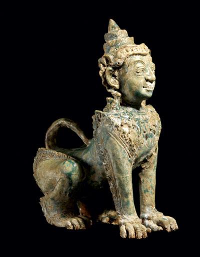 Sfinga Kmera od terakote, Kambodža, oko 1200. - 1400.