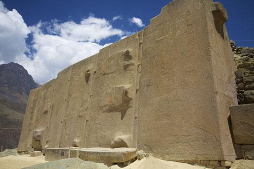 Peru_-_Sacred_Valley_&_Incan_Ruins_238_-_Ollantaytambo_ruins_(8115049949)