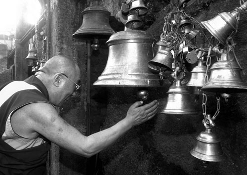 Dalai Lama ringing the holy bells at Kamakhya Temple, Guwahati on 28-4-03.