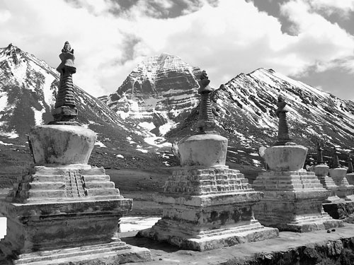 MT. KAILASH_Chortens and mountains