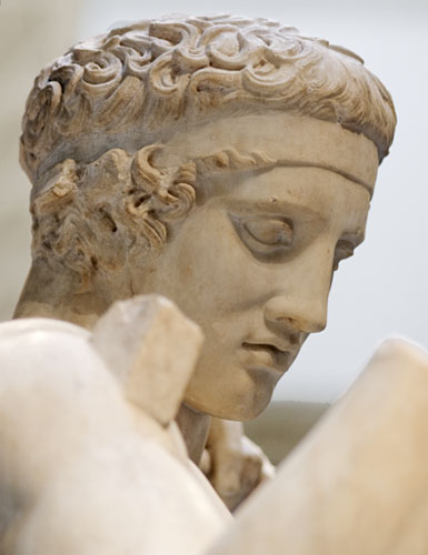 Dijadumen,  mladić koji veže pobjedničku vrpcu čije je lice sinonim za klasični grčki profil.