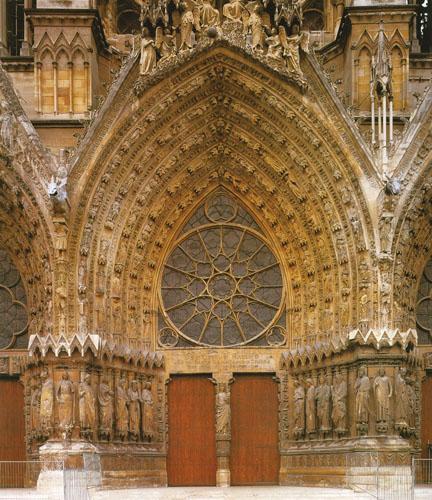 Zapadni portal katedrale u Reimsu ima čak 500 kipova, remek-djela kiparske umjetnosti.