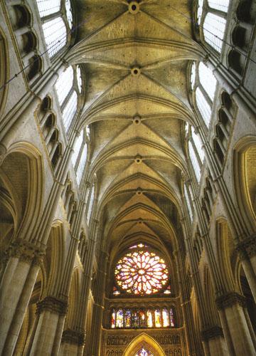 Svod i zapadna rozeta katedrale u Reimsu.