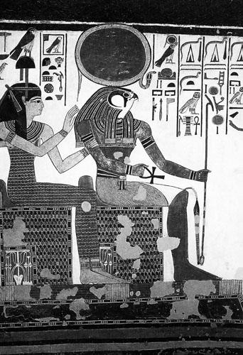 Prikaz iz grobnice Nefertari u Dolini kraljica.  Hapijevi simboli ucrtani su na prijestoljima božanstava.