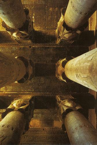 Hipostilna dvorana hrama božice Hathor u Denderi.
