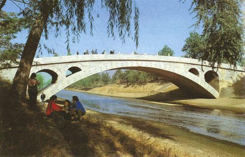 Most Anchi kojeg je 610. g. konstruirao Li Ch'un u Chaohsianu, najstariji je most od segmentnih lukova u poznatoj povijesti svijeta.