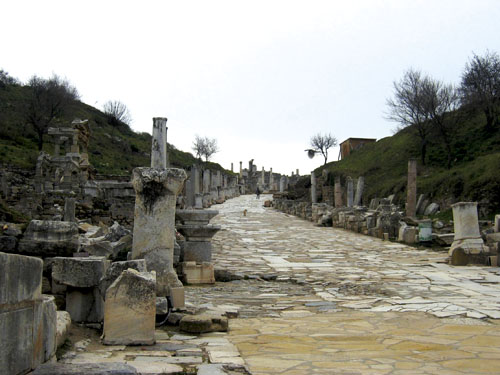 Današnji izgled jedne od ulica u Efezu.