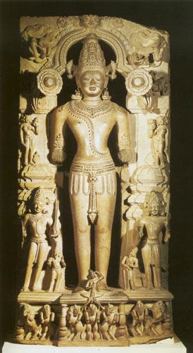 Surya, bog Sunca i svjedok ljudske karme, darovatelj života. Svi drevni panteoni imali su božanstvo povezano sa Suncem, međutim štovala se duhovna snaga ili biće Sunca ponad nebeskog tijela koje je tek njegov fizički odraz. U Indiji mu je posvećeno nekoliko hramova od kojih je najpoznatiji hram Konark u gradu Konarku na obali Bengalskog zaljeva.
