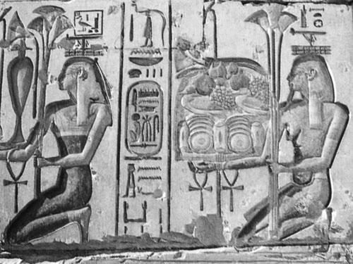 Hapi prinosi žrtvene ponude. Hram Ramzesa II. u Abidosu.