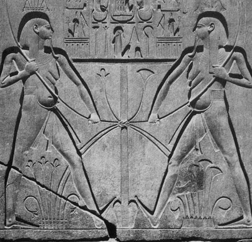 Čvor, simbol Hapija,  predstavlja ujedinjenje Gornjeg i Donjeg Egipta. Reljef iz hrama u Luksoru.