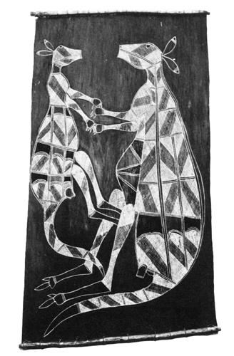 Oslikana kora drveta iz plemena Oenpelli u zemlji Arnhem prikazuje dva klokana kako se drže za ruke. Aboridžini vjeruju da ceremonijama održavaju duh zemlje blagim i plemenitim, poput klokanova.