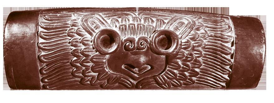 Ovaj lijepi teponaztli, vrsta astečkog bubnja, napravljen je iz izdubljenog panja i ima urezanu stiliziranu sovu.