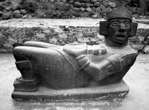Jedna od sedam figura Chac Moola pronađenih u Tuli, koja je jedina u potpunosti sačuvana.