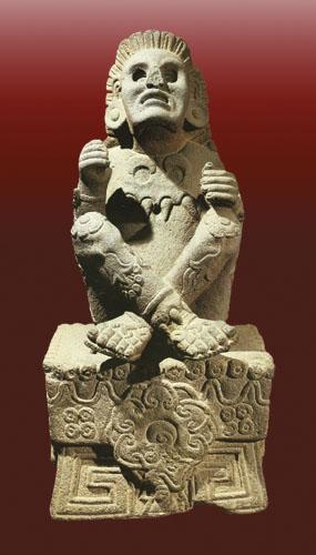 Xochipilli (Dijete ili Princ cvijeća) Mladi bog proljeća, cvijeća, rađanja, ljubavi, plesa i sreće. Vezan je uz pjesništvo i umjetničko nadahnuće. Na glavi mu je kruna od perja, na licu maska, na vratu ukrasi u obliku jaguara, a po tijelu simboli Sunca i cvijeća.