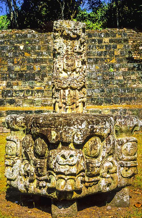Copan - stela i oltar