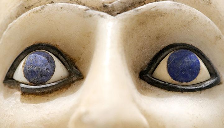 Oči kipića Ebiha II. Mari. Sirija