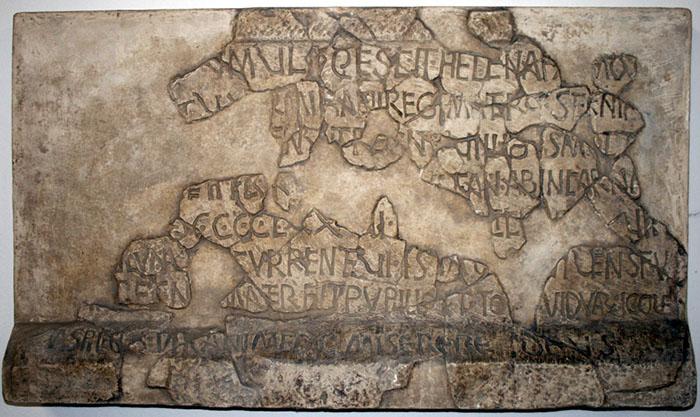 Natpis na sarkofagu