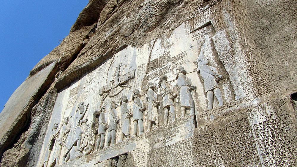 Današnji izgled Behistunske stijene.