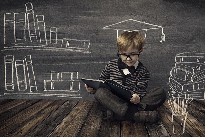 obrazovanje-klinac-uz-plocu