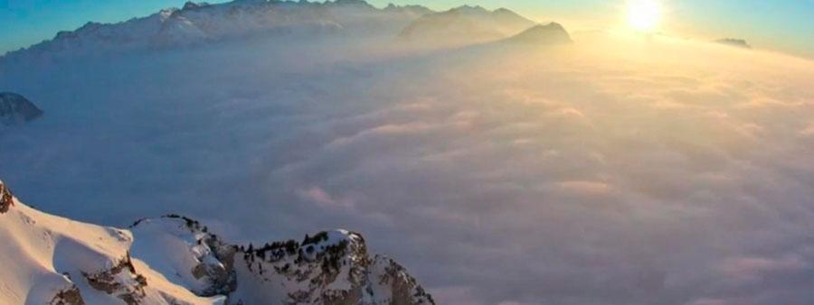 Einstein-oblaci-ispod-planine
