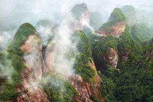 Danxia-planine-u-magli
