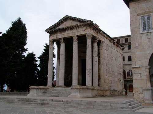 aenona-augustov-hram-u-puli