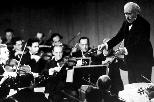 Toscanini je uvijek dirigirao bez nota i tekstova, jer je napamet znao stotine opera, simfonija i koncerata.