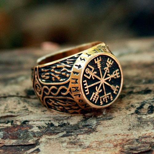 Vikinški prsten sa štitom strahopoštovanja Aegishjalmurom, koji predstavlja jedan od najmoćnijih simbola zaštite kod starih Vikinga.