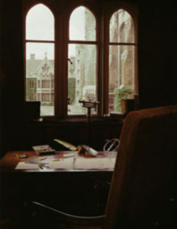 Newtonov radni stol u Trinityiju i njegov originalni rukopis.