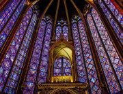 La Sainte-Chapelle (Sveta kapela) – gotička kapela u Parizu iz XIII. st. savršen je primjer cvjetne gotike.
