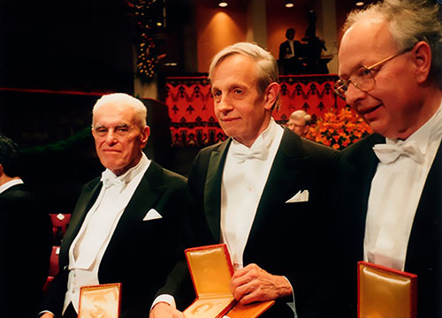 John Nash na ceremoniji dodjele Nobelove nagrade 1994. godine.
