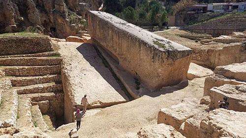 Najveci-megaliti-baalbek-kamen-trudne-zene