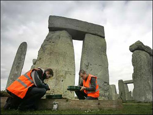 megaliti-2-arheolozi-stonehenge