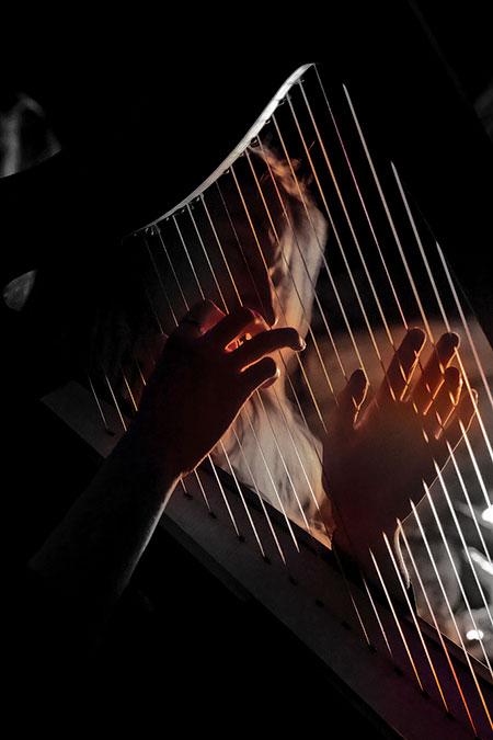 Pitagorejsko-obrazovanje-duse-ruke-harfa
