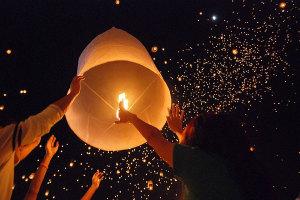 covjek-i-njegove-zelje-lanterne-letece