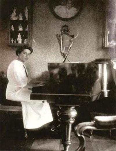 Dora-za-klavirom